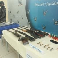 Armas 'pepa' tienen 'atenti' a los policías en el cantón Palestina
